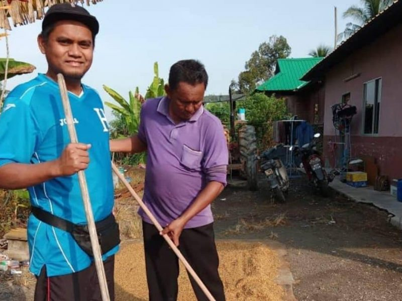 Farmers Are Not Lazy is directed by Nurfitri Amir, a prominent activist and a paddy researcher